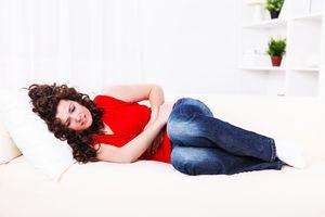 Из-за приема таблеток может наблюдаться раздражающее действие на слизистую желудка